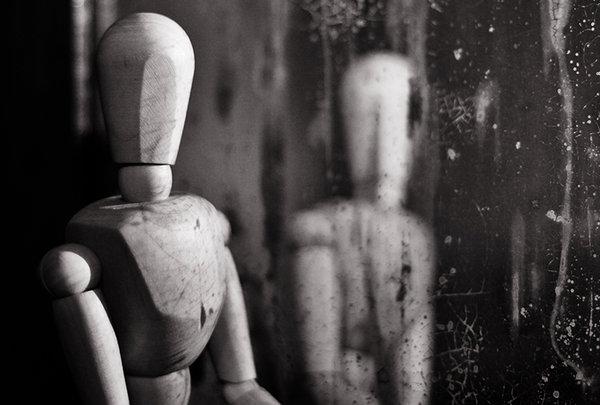 the_stranger_in_the_mirror_by_dienutza
